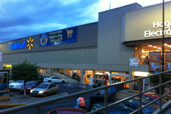The assaulted Walmart is near the Nativitas Metro, on Calzada de Tlalpan. Photo: Foursquare Choy R.